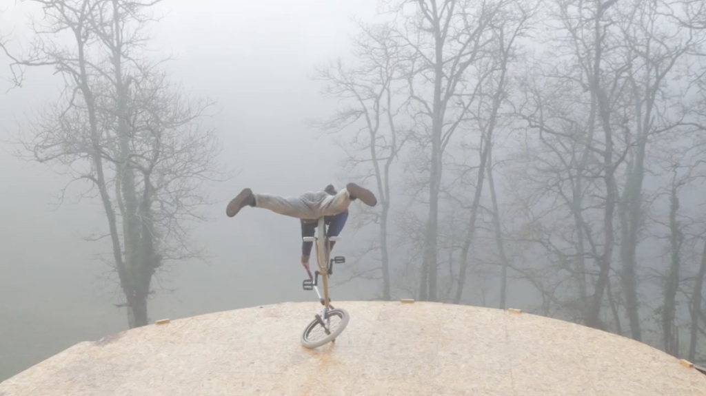 clip/teaser-BMX-figures-flat-brouillard